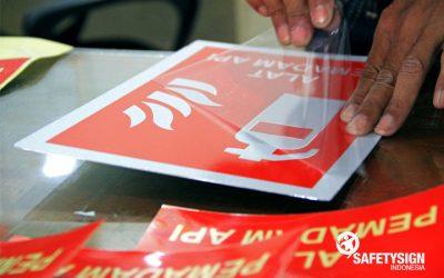 Bagaimana Memilih Material Stiker yang Tepat untuk Safety Sign? Kenali Dulu Jenis-jenisnya!