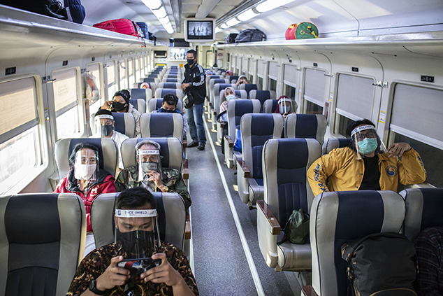 Mau Liburan Naik Kereta Api? Protokol Kesehatan Wajib Ditaati!